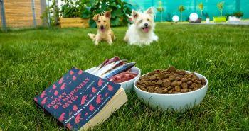 RECENZIA NA KNIHU: Kočky by kupovaly myši. Černá kniha o krmivech pro zvířata.